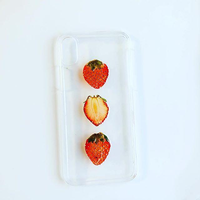 新作スマホケースです。#押しフルーツ #いちご #スマホケース #可愛い #花手鞠 #iphoneケース #受注生産 #お問い合わせください #1900円